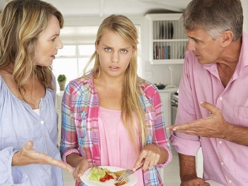 Семейный конфликт: Родители не принимают твоего нового парня.