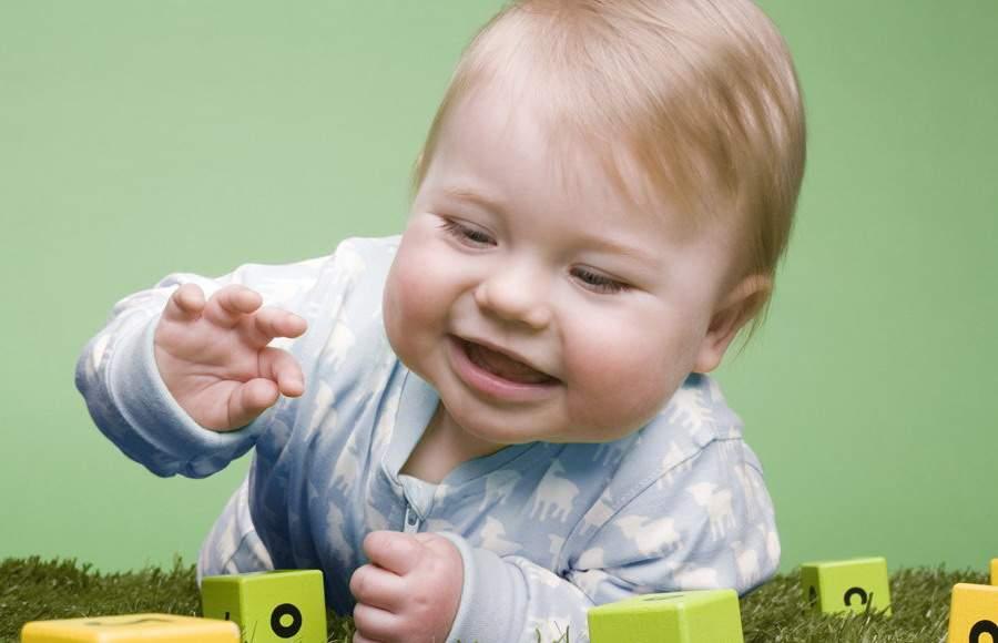 Как развивается малыш в первые девять месяцев