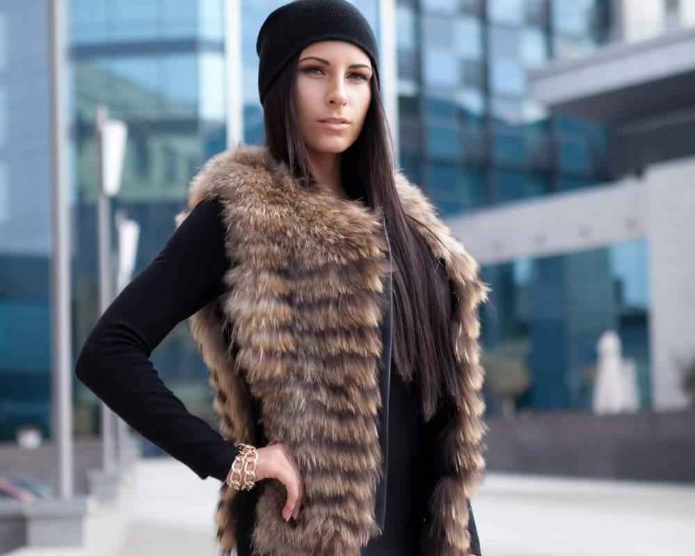 Как носить жилет зимой и осенью