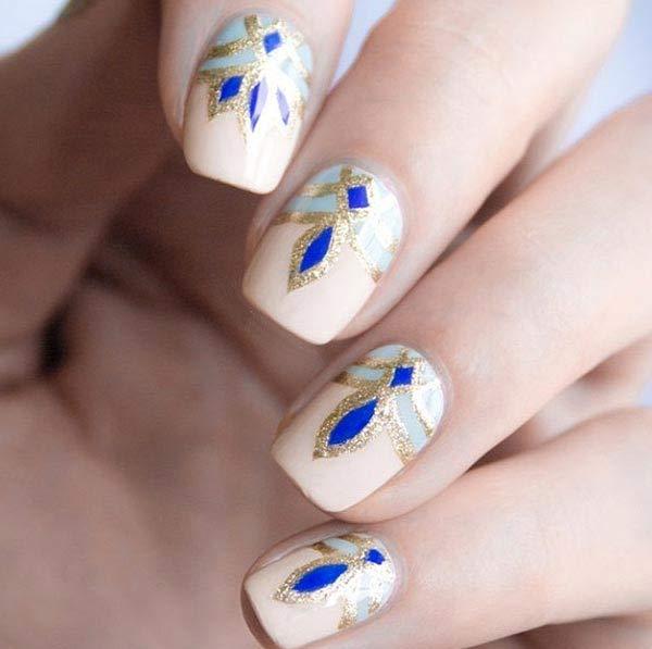 Утонченный художественный рисунок на ногтях