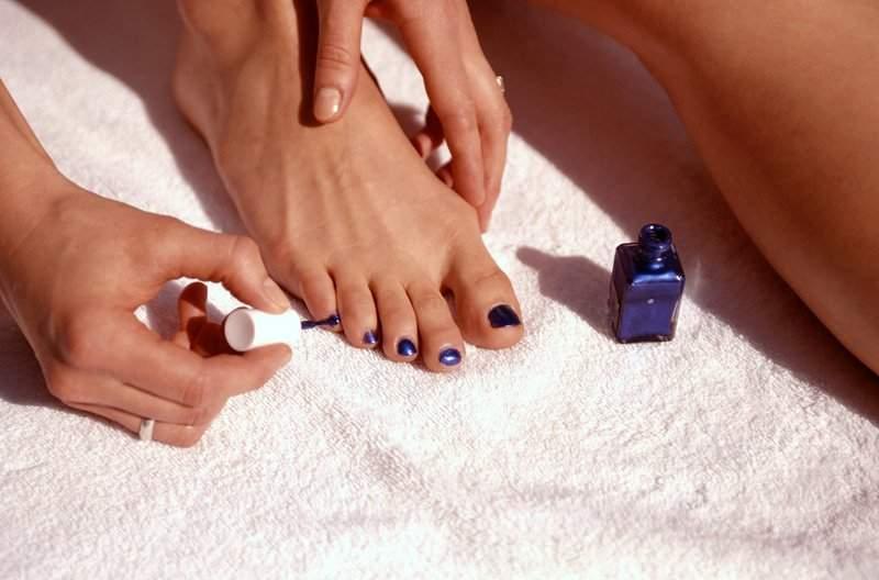 Как сделать педикюр на ногах в домашних условиях