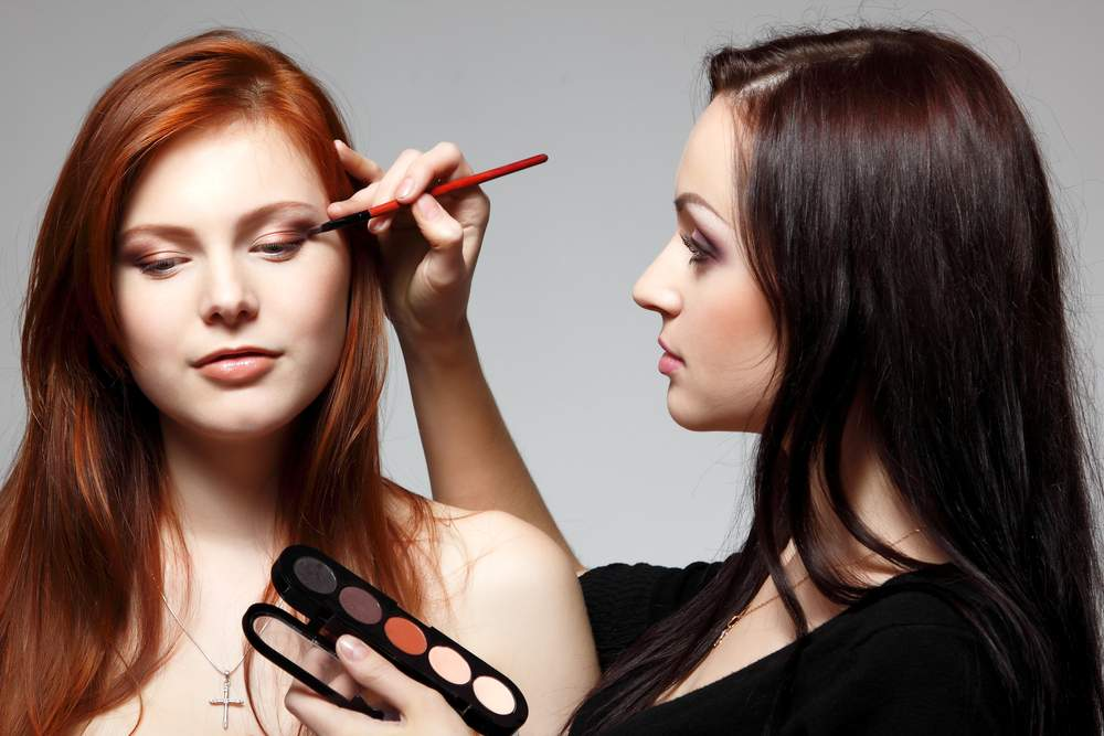 6 профессиональных трюков для макияжа