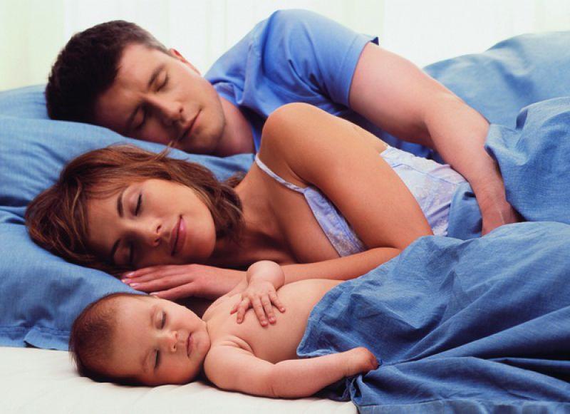 В постели с мамой и папой - за и против